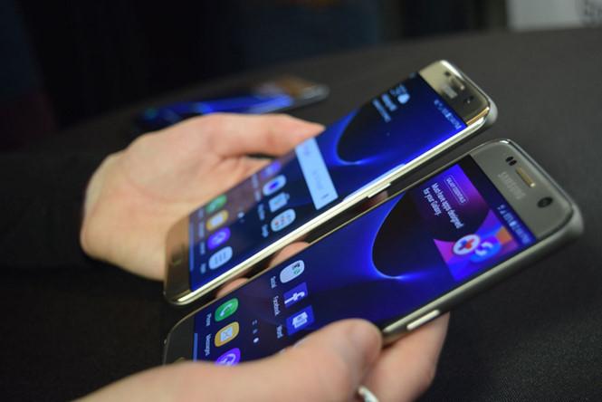 Bộ đôi Galaxy S7 và S7 edge sẽ được bán ra ở một số thị trường vào ngày 11.3 - Ảnh: AFP