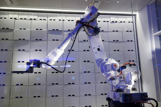 6-cong-ty-da-dung-robot-thay-the-con-nguoi-ho-la-ai
