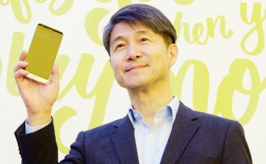 ceo-lg-iphone-se-la-mot-chiec-dien-thoai-tam-thuong-lg-khong-ra-san-pham-kieu-do-bb-baaacDEAIV