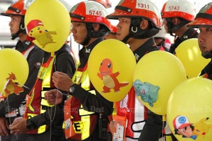 canh-sat-se-bat-nguoi-choi-pokemon-go-tren-duong-pho-bangkok-bb-baaac2dThO