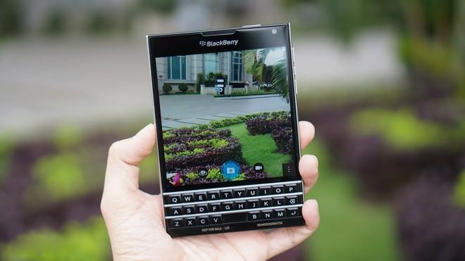 cua-hang-do-xo-di-ban-blackberry-passport-dai-ha-gia-bb-baaac5qkx0