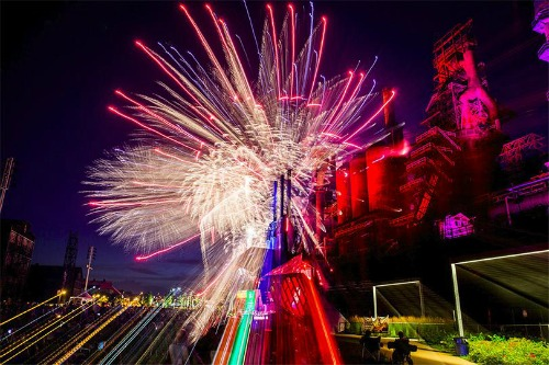 147805833461493-432464-how-to-photograph-fireworks-zoom-during-exposure