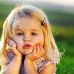 148180296033111-little-children-on-the-field-736x459